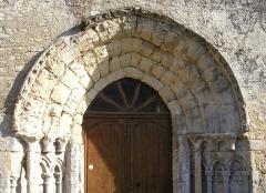 Eglise - Français:   Noron-l\'Abbaye (Normandie, France). Le portail occidental de l\'église Saint-Cyr-et-Sainte-Julitte.