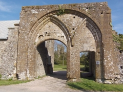 Ancienne abbaye - Français:   Le Plessis-Grimoult (Normandie, France). La porterie et la tour du prieuré.