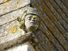 Eglise - Français:   acrotère à la base du toit de la tourelle de pierre, église St Pierre