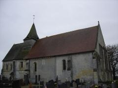 Eglise - Français:   façade nord de l\'église St Pierre, choeur du XIIè siècle à gauche , à droite la nef