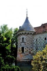 Château, actuellement annexe du musée intercommunal de Lisieux - English: The glazed brick from Pré d'Auge.