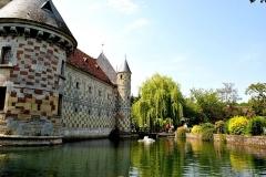 Château, actuellement annexe du musée intercommunal de Lisieux - English: The floating castle.