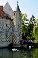 Château, actuellement annexe du musée intercommunal de Lisieux - English: The castle bridge - the main access to the castle.