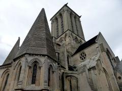 Eglise de Norrey-en-Bessin - Eglise gothique Notre-Dame-des-Labours de Norrey-en-Bessin dont la tour lanterne carrée est amputée de sa flèche