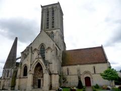 Eglise de Norrey-en-Bessin - Eglise gothique Notre-Dame-des-Labours de Norrey-en-Bessin, grande tour carrée amputée de sa flèche