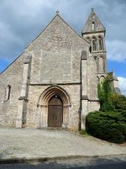 Eglise - Français:   Portail de L\'église Saint-Quentin située dans le bourg de Soumont St Quentin dans le département du Calvados et la région Normande .