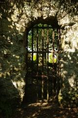 Tombeau de Marie Joly et son enclos - Français:   L\'entrée de l\'enclos du tombeau de Marie-Joly à Soumont-Saint-Quentin 14.