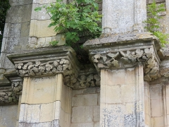Ancienne abbaye - Français:   Détail du portail du château de Banneville-la-Campagne.