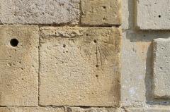 Eglise - Français:   Cadran solaire canonial gravé sur un mur de l\'église d\'Urville (Calvados)