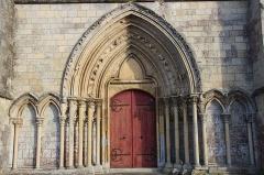 Eglise - Français:   Portail et détail façade église d\'Ussy (#100WikiCommonsDays day 27)