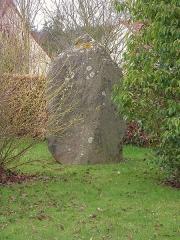 Menhir dit La Pierre du Pot - Français:   menhir de la Pierre du Pot à Ussy (Calvados)
