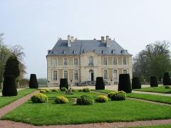 Château de Vendeuvre - English: Garden and facade of castle (Normandy, France)
