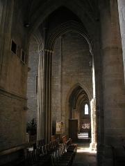 Eglise Notre-Dame -  Vire (Normandie, France). Une colonne du transept et un bas-côté de l'église Notre-Dame.