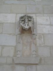 Ancien manoir de l'abbaye du Mont-Saint-Michel, dit Ferme de la Baronnerie - Français:   Niche au dessus de la porte de l\'escalier du manoir du Domaine de la Baronnie de Bretteville-sur-Odon (14)