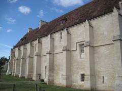 Ancien manoir de l'abbaye du Mont-Saint-Michel, dit Ferme de la Baronnerie - Français:   Détail des contreforts du manoir du Domaine de la Baronnie de Bretteville-sur-Odon (14)