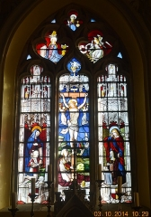 Eglise - English: Stained Glass: The Crucifixion