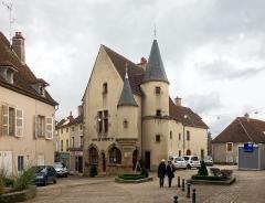 Maison - Français:   L\'office de tourisme d\'Arnay-le-Duc.