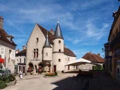 Maison - Français:   Arnay-le-Duc (Côte d\'Or, France); Maison Bourgogne; Office de Tourisme