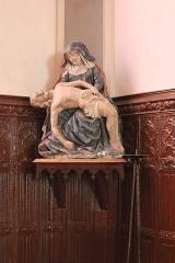Ancien prieuré - Français:   Église Saint-Laurent d\'Arnay-le-Duc (21). Intérieur. Statue de la Vierge de Pitié.