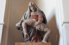 Eglise - Deutsch: Katholische Kirche Saint-Martin in Auxey-Duresses im Département Côte-d'Or (Bourgogne-Franche-Comté/Frankreich), Pietà