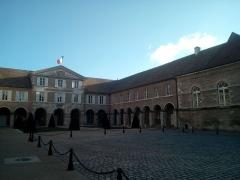 Couvent des Ursulines -  Cour de l'Hôtel de ville de Beaune, janvier 2017
