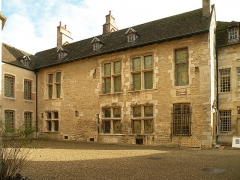 Hôtel des Ducs de Bourgogne -  Бон.Дворец герцога. Дворовый фасад.