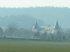 Château - English: The castle of Chailly-sur-Armançon seen from the on French highway A6.