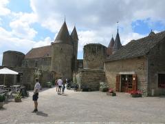 Château de Châteauneuf, actuellement musée - English: Chateauneuf castle (Côte d'Or, France) - The castle in the village.
