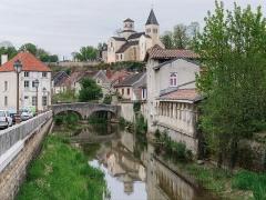 Pont dit Pont du Pertuis-au-Loup - Français:   Vue sur Châtillon-sur-Seine,  avec le pont du Pertuis-au-Loup sur la Seine et l\'église Saint-Vorles (Côte-d\'Or, région Bourgogne, France)