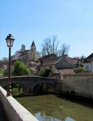 Pont dit Pont du Pertuis-au-Loup - Français:   Vue sur l\'église Saint-Vorles # Châtillon-sur-Seine (21) .