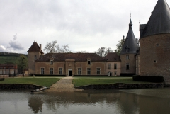 Château de Commarin - English:  The wall has been destroyed to construct a trough in front of stables.