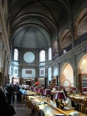 Collège des jésuites des Godrans - Vue de la salle de lecture de la Bibliothèque municipale patrimoniale et d'études (Dijon), située dans l'ancien collège des Godrans.