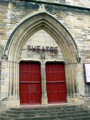 Eglise Saint-Jean -  nach der Kirche ins Theater