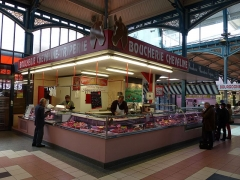Halles du marché - English: Taken on the 17th of May, 2016.  Dijon Covered Market.  The market consists of the fresh produce section along with a few dairy booths around the exterior of the building and the meat, charcuterie, poultry, seafood, cheese, bakery and specialty items inside the building. If you're looking for pâté, a roast, a chicken, jambon persillé, fresh fish, shrimp, cheese, baked goods, or just about anything imaginable that the Frech eat, check out this market. Even if you aren't a foodie, check it out... you'll learn a lot about how the French shop for fresh food and even more about what they eat. Go early and when you're finally finished, take a break at one of the cafés or restaurants around the market building (Rodney K.)  Sources:  https://www.tripadvisor.com/Attraction_Review-g187111-d2254258-Reviews-The_Market-Dijon_Cote_d_Or_Burgundy.html   Tags: Dijon Covered Market  Dijon 2016 in Dijon