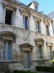 Hôtel des Barres - Français:   Dijon - Hôtel des Barres - Façade sur cour d\'une aile en retour