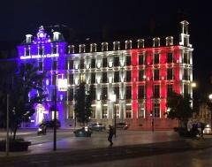 Hôtel de la Cloche - Français:   Grand-Hotel-La-Cloche-Dijon-Hommage-Drapeau-Tricolore-2