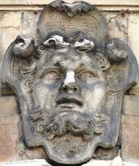 Hôtel Fevret de Saint-Mesmin - Français:   Dijon - Hôtel Févret de Saint-Mesmin - Tête agrafée d\'une fenêtre