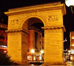 Porte Guillaume - English: Porte Guillaume, place Darcy, vue de nuit, Dijon, Burgundy, France