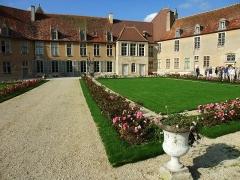 Château - Deutsch: Innenhof von Château d'Époisses in Burgund, Frankreich