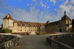 Château - English: Château d'Epoisses - Vue de la cour d'honneur