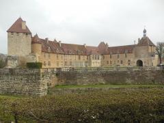 Château - Photographie de la façade du château d'Epoisses (21), Rue de Semur.
