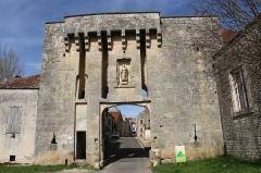 Portes de la ville - Deutsch: Stadttor von Flavigny-sur-Ozerain.