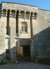 Portes de la ville - English: Flavigny-sur-Ozerain, Bourgogne, FRANCE