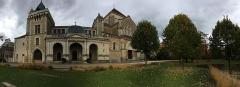 Couvent et Basilique Saint-Bernard - Basilique St Bernard (vue depuis l'esplanade) *avec le fameux vélo rouge...