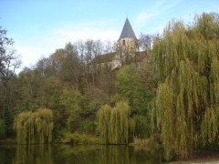 Eglise Saint-Bernard -  (Village de Fontaine lès Dijon en Cote d'Or près de la ville de Dijon :Eglise Saint Bernard-vue du bassin)  Auteur: Jean-Claude Perez