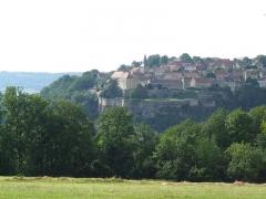 Château - Français:   Village de Frôlois le haut 21150 avec son église et son château.