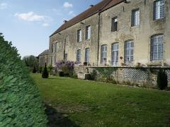 Château - Français:   Façade sud du château de Frôlois.