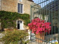 Château - Français:   Chenil de la cour nord du château de Frôlois.