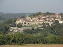 Château - Français:   Village de Frôlois le haut.