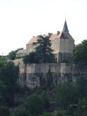 Château - Français:   Pignon est des remparts du château de Frôlois.